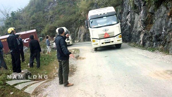 Xe tải vượt đèo tại Hà Giang